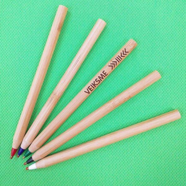 Pildspalva ar gravējumu